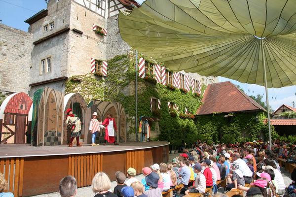 Das Junge Theater der Frankenfestspiele auf Burg Brattenstein in Röttingen