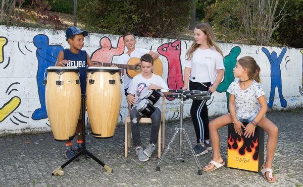 Musizieren mit verschiedenen Instrumenten